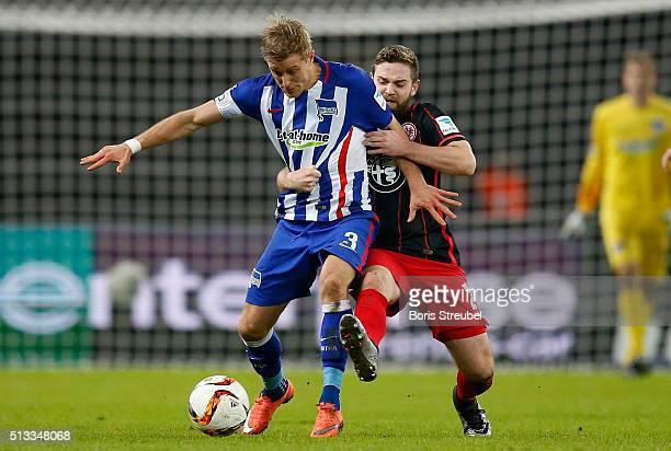 Per Skjelbred of Berlin is challenged by Marc Stendera of Frankfurt during the Bundesliga match between Hertha BSC and Eintracht Frankfurt at...
