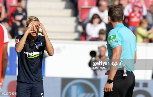 Per Skjelbred of Hertha BSC and referee Tobias Stieler during the game between FSV Mainz 05 and Hertha BSC on september 23 2017 in Mainz Germany