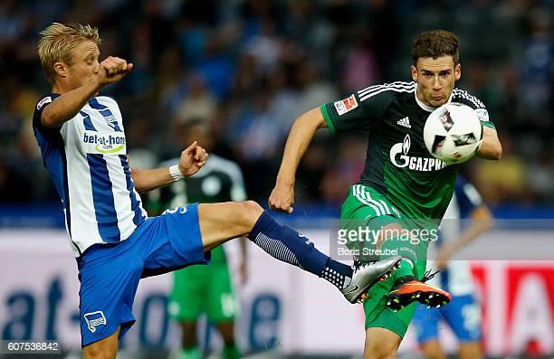 Per Skjelbred of Hertha BSC challenges Leon Goretzka of FC Schalke 04 during the Bundesliga match between Hertha BSC and FC Schalke 04 at...