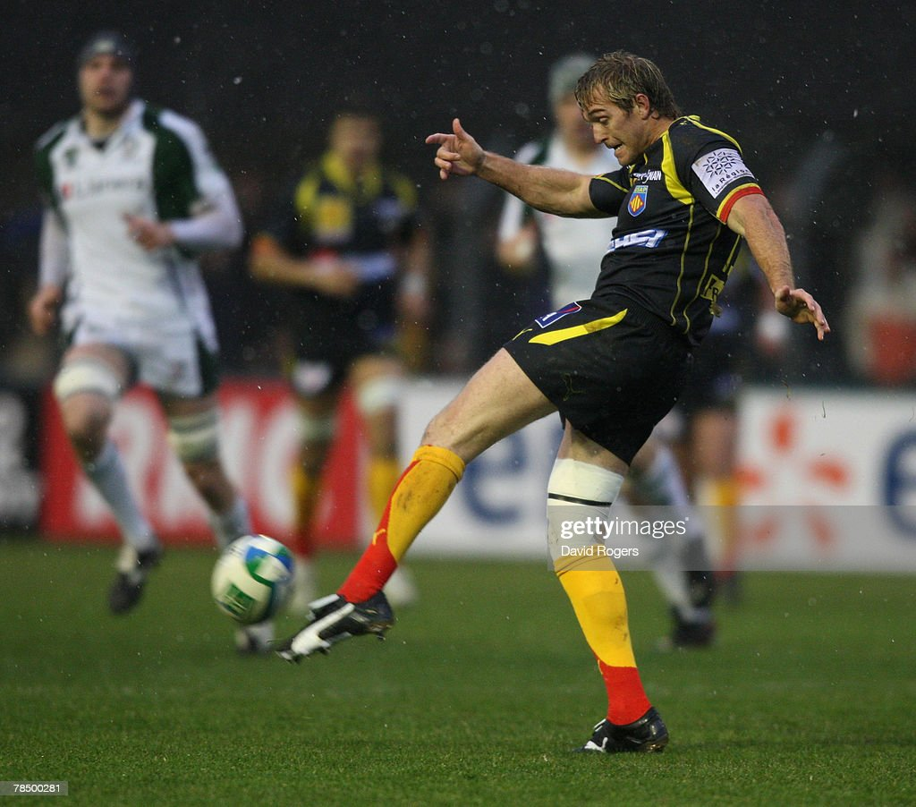 Percy Montgomery the Perpigan fullback kicks the ball upfield during the Heineken Cup match between Perpignan and London Irish at Stade Aime Giral on...