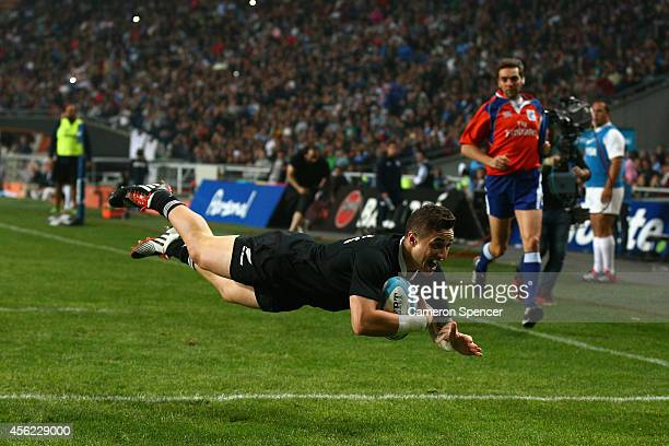 Perenara of the All Blacks scores a try during The Rugby Championship match between Argentina and the New Zealand All Blacks at Estadio Ciudad de La...