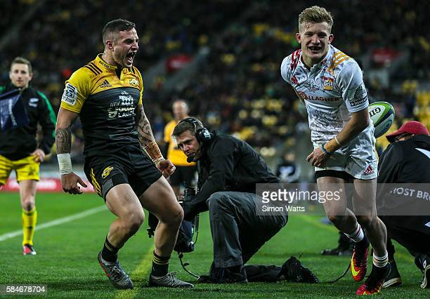 Perenara of the Hurricanes celebrates a try saving tackle on Damian McKenzie of the Chiefs during the Super Rugby Semi Final match between the...