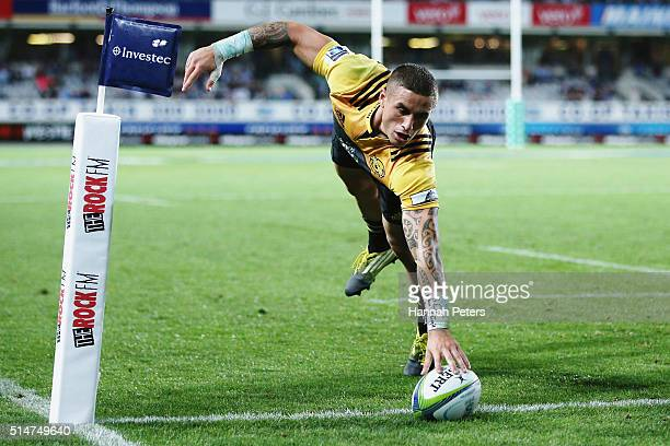 Perenara of the Hurricanes dives over to score a try during the round three Super Rugby match between the Blues and the Hurricanes at Eden Park on...