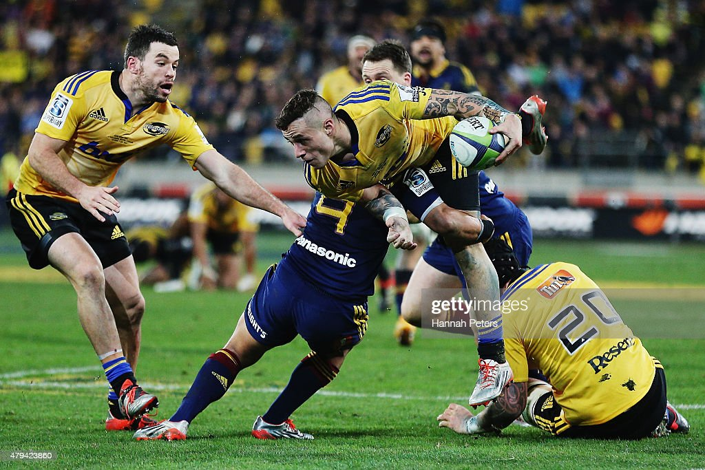 Perenara of the Hurricanes makes a break during the Super Rugby Final match between the Hurricanes and the Highlanders at Westpac Stadium on July 4...