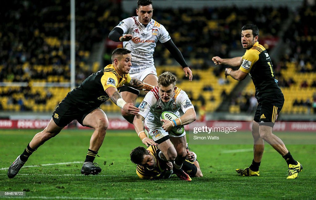 Perenara of the Hurricanes makes a try saving tackle on Damian McKenzie of the Chiefs during the Super Rugby Semi Final match between the Hurricanes...