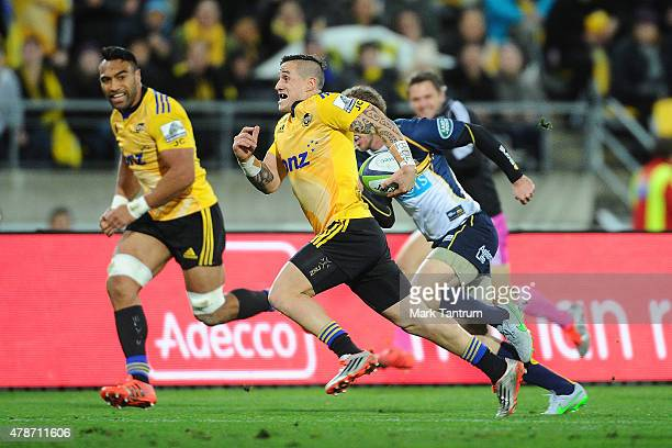 Perenara runs during the Super Rugby Semi Final match between the Hurricanes and the Brumbies at Westpac Stadium on June 27 2015 in Wellington New...