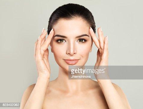 Femme modèle parfait avec une peau saine. Spa beauté, soin du visage et Concept de cosmétologie : Photo