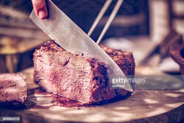 Perfekt gegrillte Roastbeef in Scheiben geschnitten