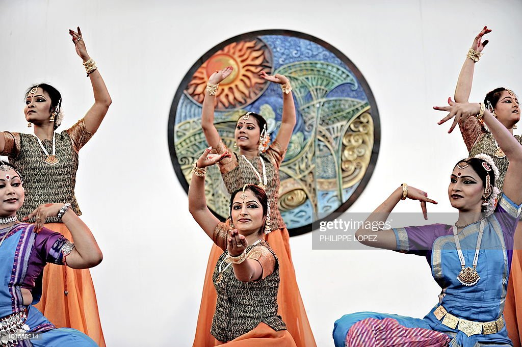 Performers dance during the visit of Indian President Pratibha Patil at the Indian pavilion at the site of the World Expo 2010 in Shanghai on May 30, 2010. Patil is on a state visit to China from May 26-31.
