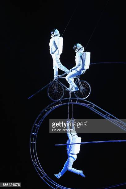 Performers entertain attendees on the final day of the Ringling Bros Barnum and Bailey Circus on May 21 2017 in Uniondale New York Known as 'The...