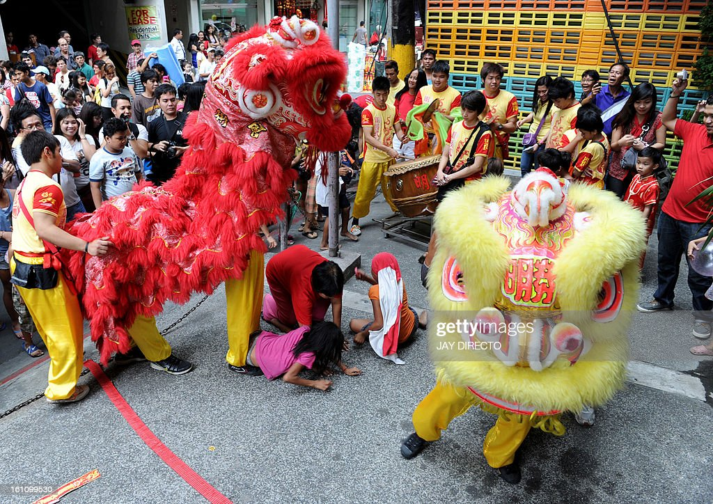 Performers perform a lion dance on the eve of the Chinese Lunar New Year of the Snake, in China town in Manila on February 9, 2013. The Dragon Dance is usually performed during the Chinese New Year to bring in good luck and prosperity as billions of Chinese world wide celebrate Lunar New Year of the Snake on February 10. AFP PHOTO / Jay DIRECTO