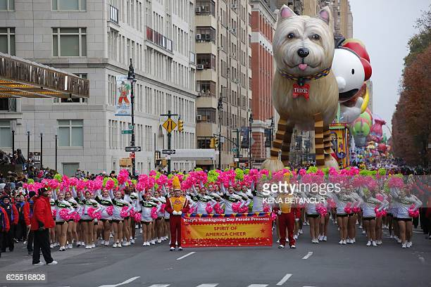 Performers take part during the 90th annual Macy's Thanksgiving Day Parade on November 24 2016 in New York / AFP / KENA BETANCUR