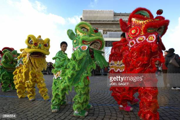 Performers take part in the traditional dragonanddrums Chinese new year parade on the Champs Elysees in Paris 24 January 2004 to celebrate the start...