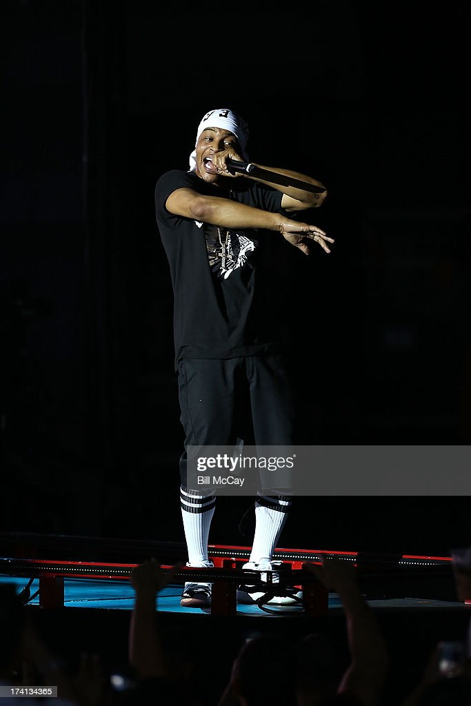 <a gi-track='captionPersonalityLinkClicked' href=/galleries/search?phrase=T.I.&family=editorial&specificpeople=221599 ng-click='$event.stopPropagation()'>T.I.</a> performs at the Susquehanna Bank Center July 20, 2013 in Camden, New Jersey.