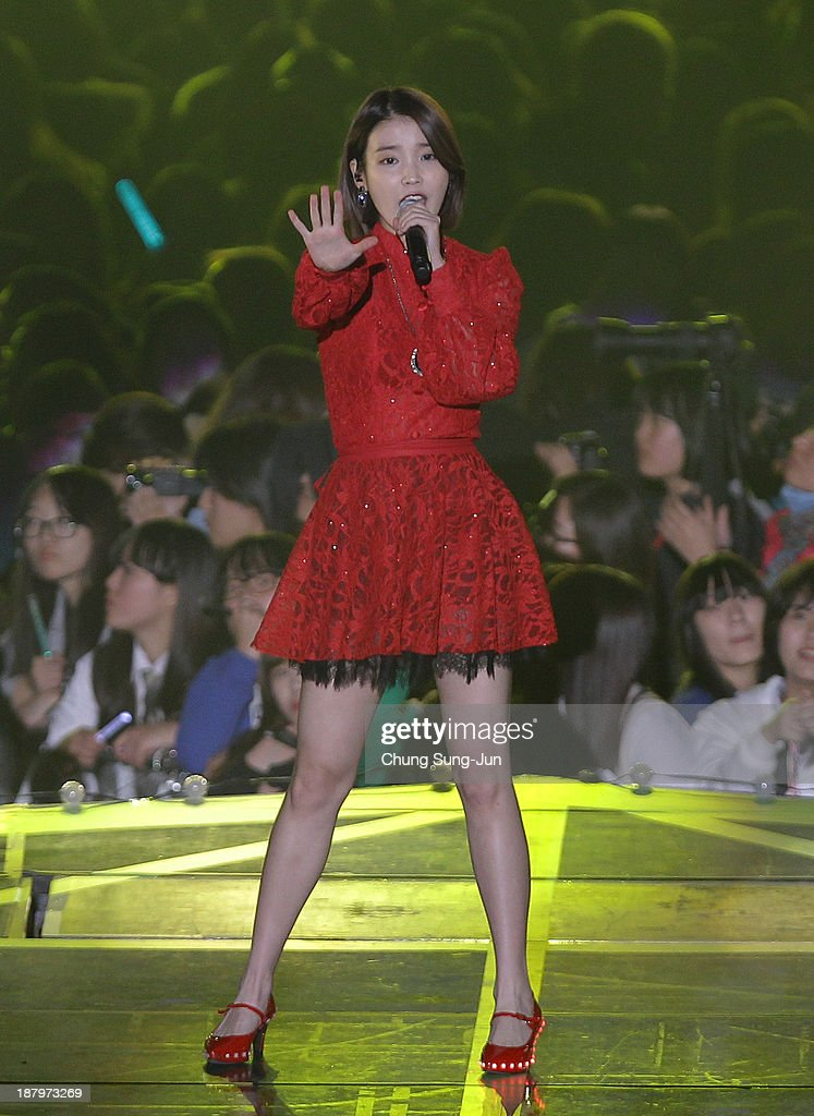 IU performs onstage during the MelOn Music Awards at Olympic Gymnasium on November 14, 2013 in Seoul, South Korea.