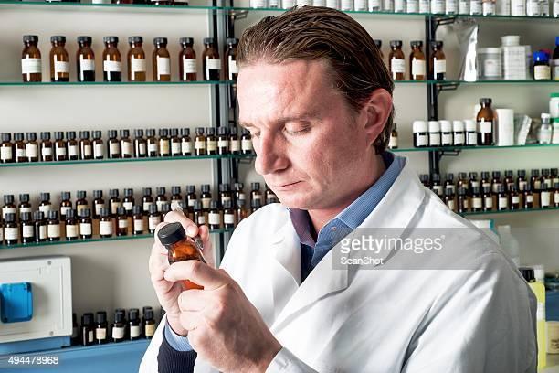 香水業界ます。化学の実験