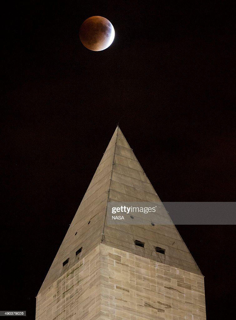 A perigee full moon, or supermoon, is seen behind the Washington Monument during a total lunar eclipse on September 27, 2015, in Washington, DC. The combination of a supermoon and total lunar eclipse last occurred in 1982 and will not happen again until 2033.