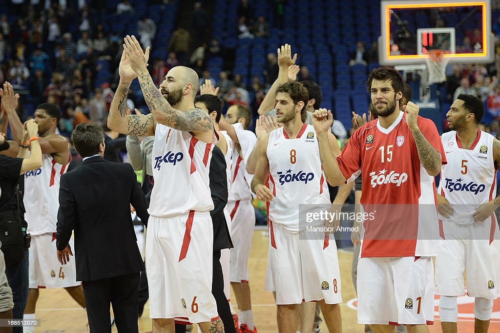 Pero Antic, #6 of Olympiacos Piraeus celebrates with his teammates after beating CSKA Moscow 69-52 at O2 Arena on May 10, 2013 in London, United Kingdom.