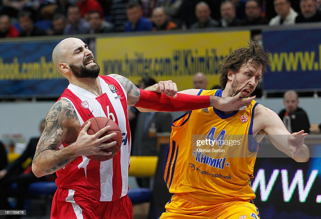 Pero Antic, #6 of Olympiacos Piraeus competes with Matt Nielsen, #44 of BC Khimki Moscow Region during the 2012-2013 Turkish Airlines Euroleague Top 16 Date 7 between BC Khimki Moscow Region v Olympiacos Piraeus at Basketball Center of Moscow on February 15, 2013 in Moscow, Russia.