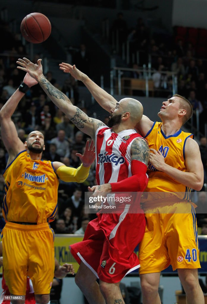 Pero Antic, #6 of Olympiacos Piraeus competes with Paul Davis, #40 and <a gi-track='captionPersonalityLinkClicked' href=/galleries/search?phrase=James+Augustine&family=editorial&specificpeople=215240 ng-click='$event.stopPropagation()'>James Augustine</a>, #5 of BC Khimki Moscow Region in action during the 2012-2013 Turkish Airlines Euroleague Top 16 Date 7 between BC Khimki Moscow Region v Olympiacos Piraeus at Basketball Center of Moscow on February 15, 2013 in Moscow, Russia.