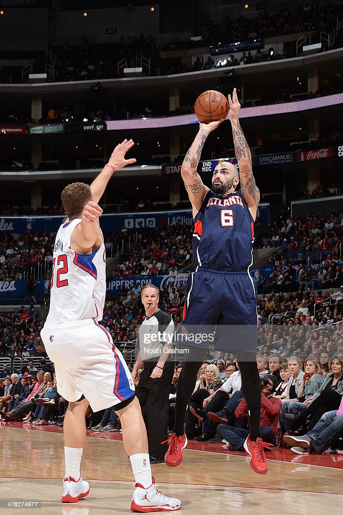 Pero Antic #6 of the Atlanta Hawks shoots against the Los Angeles Clippers at Staples Center on March 8, 2014 in Los Angeles, California.