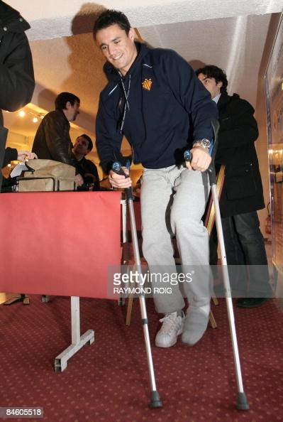 Perpignan's star All Black flyhalf Dan Carter walks with crutches during a press conference in Perpignan southern France on February 3 2009 Carter...