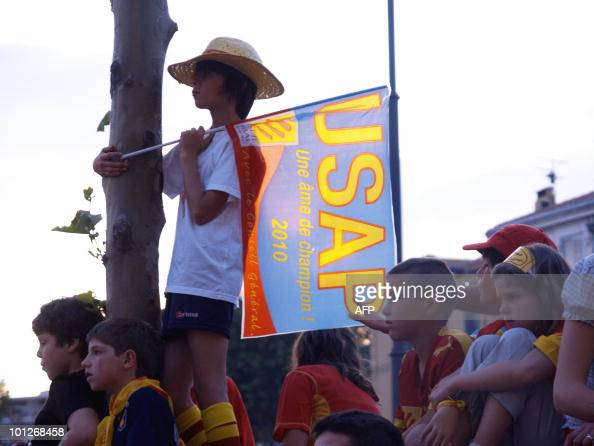 Perpignan's young supporters look at a giant screen on May 29 2010 in the French center city of Perpignan during the French Top 14 rugby final match...