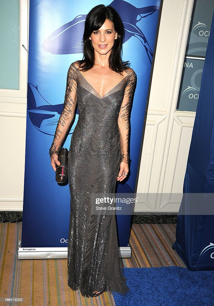 Perrey Reeves arrives at the Oceana Partners Award Gala With Former Secretary Of State Hillary Rodham Clinton and HBO CEO Richard Pleple at Regent Beverly Wilshire Hotel on October 30, 2013 in Beverly Hills, California.