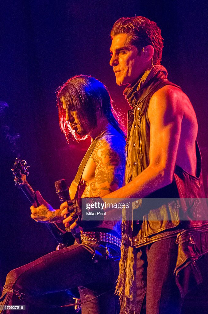 <a gi-track='captionPersonalityLinkClicked' href=/galleries/search?phrase=Perry+Farrell&family=editorial&specificpeople=213012 ng-click='$event.stopPropagation()'>Perry Farrell</a> (R) and <a gi-track='captionPersonalityLinkClicked' href=/galleries/search?phrase=Dave+Navarro&family=editorial&specificpeople=202159 ng-click='$event.stopPropagation()'>Dave Navarro</a> of Jane's Addiction perform during the 2013 Rockstar Energy UPROAR Festival at Nikon at Jones Beach Theater on August 18, 2013 in Wantagh, New York.