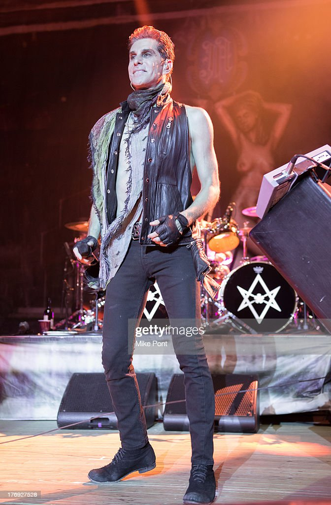 Perry Farrell of Jane's Addiction performs during the 2013 Rockstar Energy UPROAR Festival at Nikon at Jones Beach Theater on August 18, 2013 in Wantagh, New York.