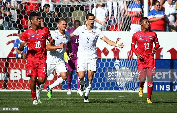 Perry Kitchen and Matt Hedges of the USA move the defensive line forward as Anibal Godoy and Ismael Diaz of Panama look on during the international...