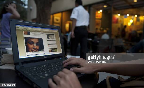 A person checks his computer in a WiFi cafe in Mexico City on May 09 2010 AFP PHOTO/OMAR TORRES / AFP PHOTO / OMAR TORRES