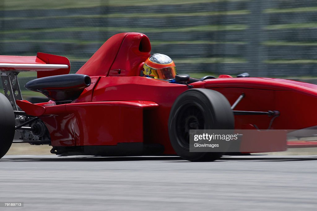 Person driving a formula one racing car on a motor racing track : Foto de stock