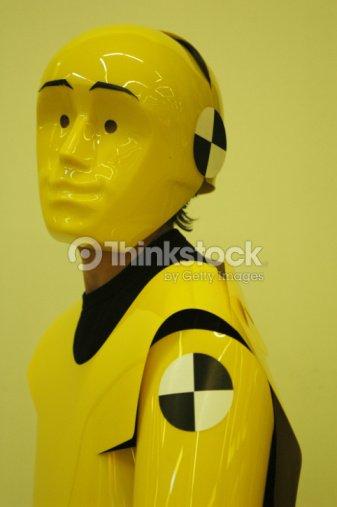 personnes en costume mannequin de crashtest photo thinkstock. Black Bedroom Furniture Sets. Home Design Ideas