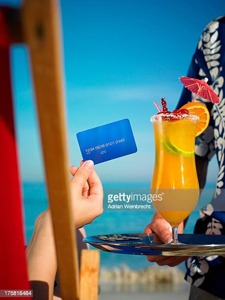 Person paying for drink with credit card