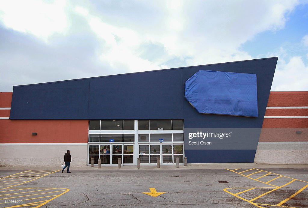 A person walks up to a shuttered Best Buy Store on April 16, 2012 in Chicago, Illinois. The store, which closed April 14, is one of six stores the struggling electronics retailer has scheduled for closure in the Chicago area and one of fifty nationwide in an attempt to cut $250 million in costs for the 2013 fiscal year.
