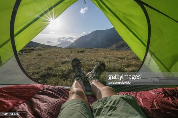 Point de vue personnel de campeur en tente