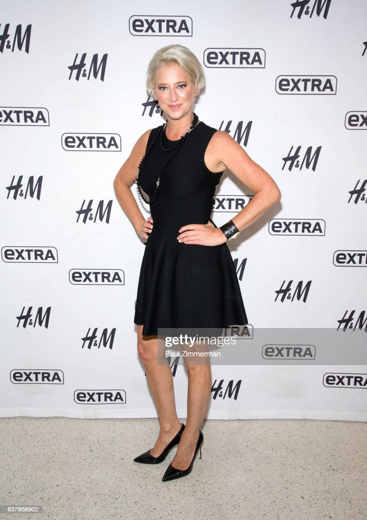 TV personalities from 'Real Housewives of New York' Dorinda Medley visits 'Extra' at their New York studios at H&M in Times Square on August 23, 2017 in New York City.