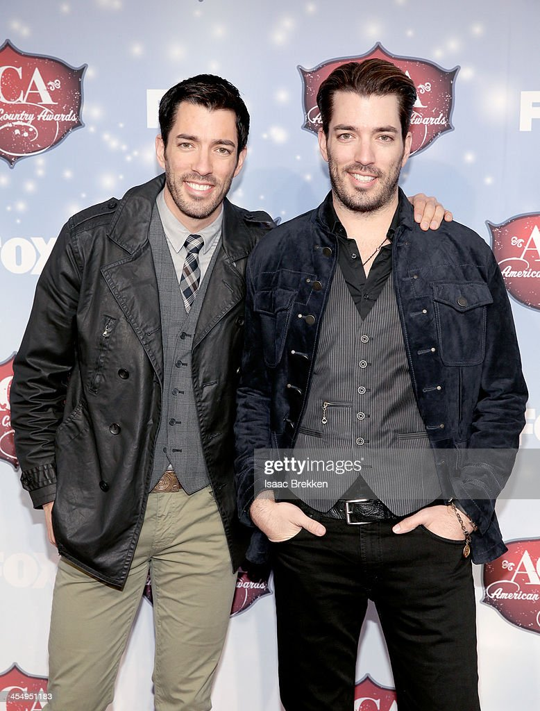 TV personalities Jonathan Scott and <a gi-track='captionPersonalityLinkClicked' href=/galleries/search?phrase=Drew+Scott+-+Canadian+Actor&family=editorial&specificpeople=15095917 ng-click='$event.stopPropagation()'>Drew Scott</a> arrive at the American Country Awards 2013 at the Mandalay Bay Events Center on December 10, 2013 in Las Vegas, Nevada.