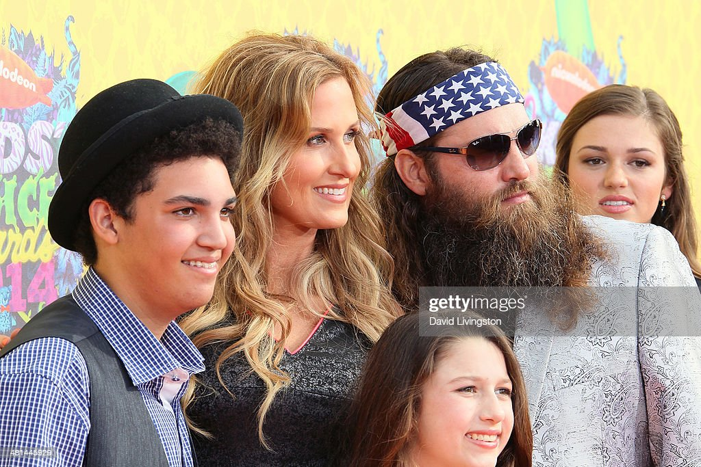TV personalities Lil Will Robertson, Korie Robertson, Bella Robertson, Willie Robertson and Sadie Robertson from Duck Dynasty attend Nickelodeon's 27th Annual Kids' Choice Awards at USC Galen Center on March 29, 2014 in Los Angeles, California.
