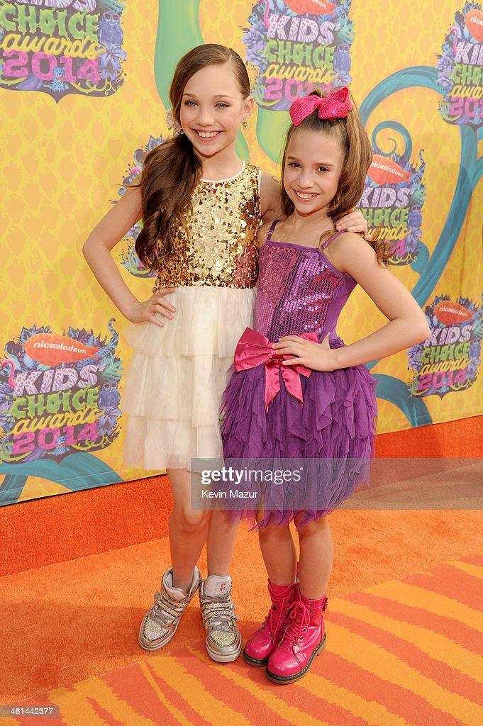 TV personalities <a gi-track='captionPersonalityLinkClicked' href=/galleries/search?phrase=Maddie+Ziegler&family=editorial&specificpeople=9567126 ng-click='$event.stopPropagation()'>Maddie Ziegler</a> and Mackenzie Ziegler attends Nickelodeon's 27th Annual Kids' Choice Awards held at USC Galen Center on March 29, 2014 in Los Angeles, California.