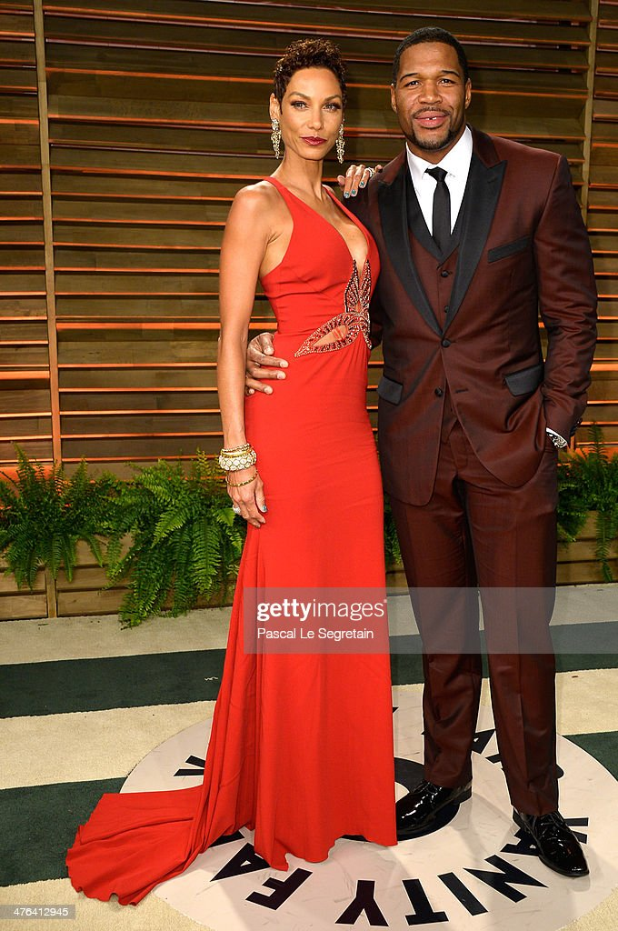 TV personalities Nicole Murphy (L) and <a gi-track='captionPersonalityLinkClicked' href=/galleries/search?phrase=Michael+Strahan&family=editorial&specificpeople=210563 ng-click='$event.stopPropagation()'>Michael Strahan</a> attends the 2014 Vanity Fair Oscar Party hosted by Graydon Carter on March 2, 2014 in West Hollywood, California.