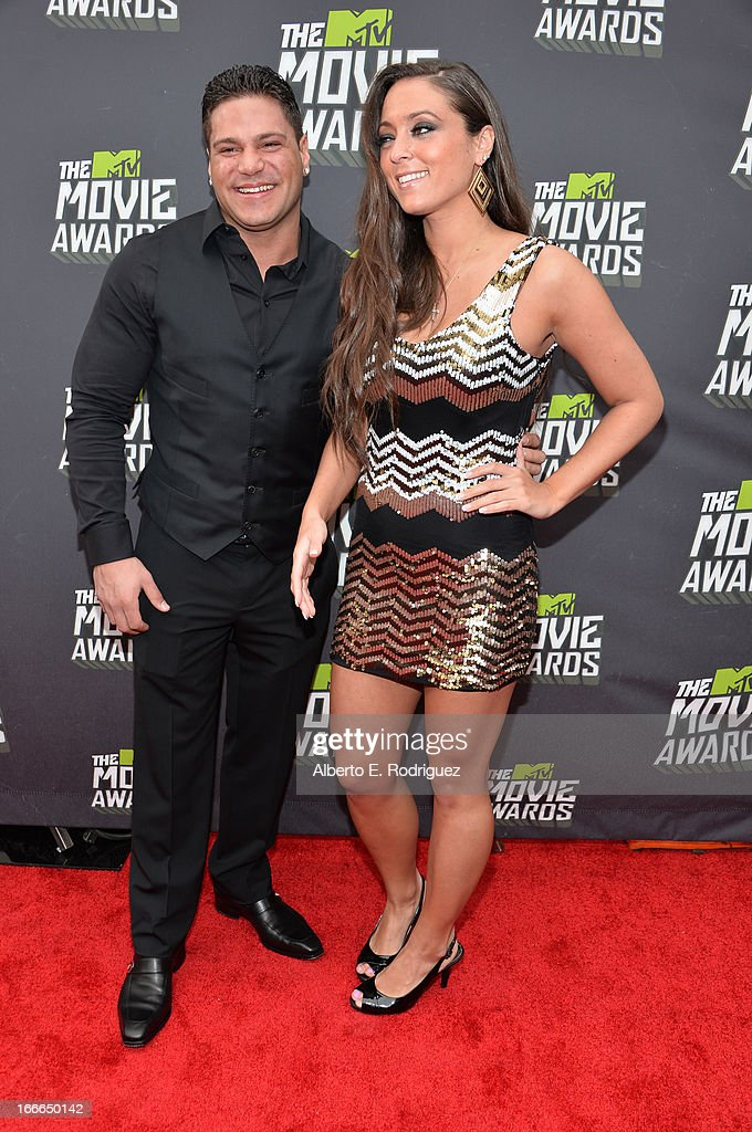 TV personalities Ronnie Ortiz-Magro (L) and Sammi 'Sweetheart' Giancola arrive at the 2013 MTV Movie Awards at Sony Pictures Studios on April 14, 2013 in Culver City, California.