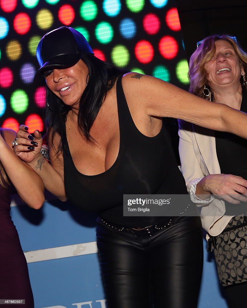 Big ang hosts the pool after dark at harrah 39 s resort for Pool show new jersey