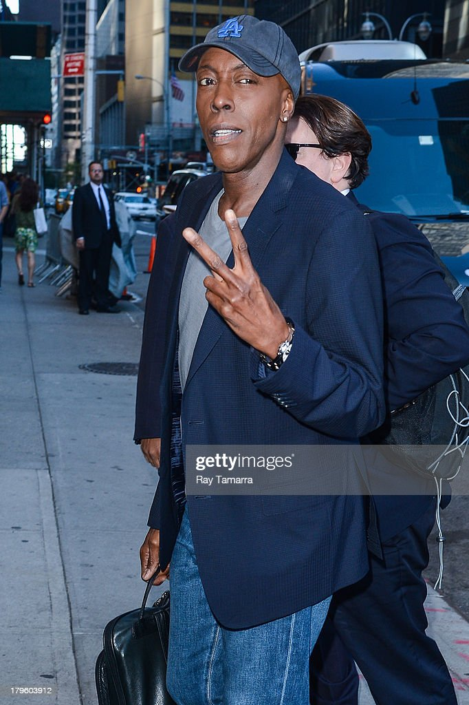 TV personality <a gi-track='captionPersonalityLinkClicked' href=/galleries/search?phrase=Arsenio+Hall&family=editorial&specificpeople=211441 ng-click='$event.stopPropagation()'>Arsenio Hall</a> enters the 'Late Show With David Letterman' taping at the Ed Sullivan Theater on September 5, 2013 in New York City.