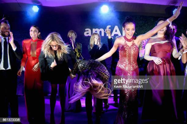 TV personality Bethenny Frankel honoree Julia Roberts singer Fergie and model Selita Ebanks onstage during the amfAR Gala Los Angeles 2017 at Ron...