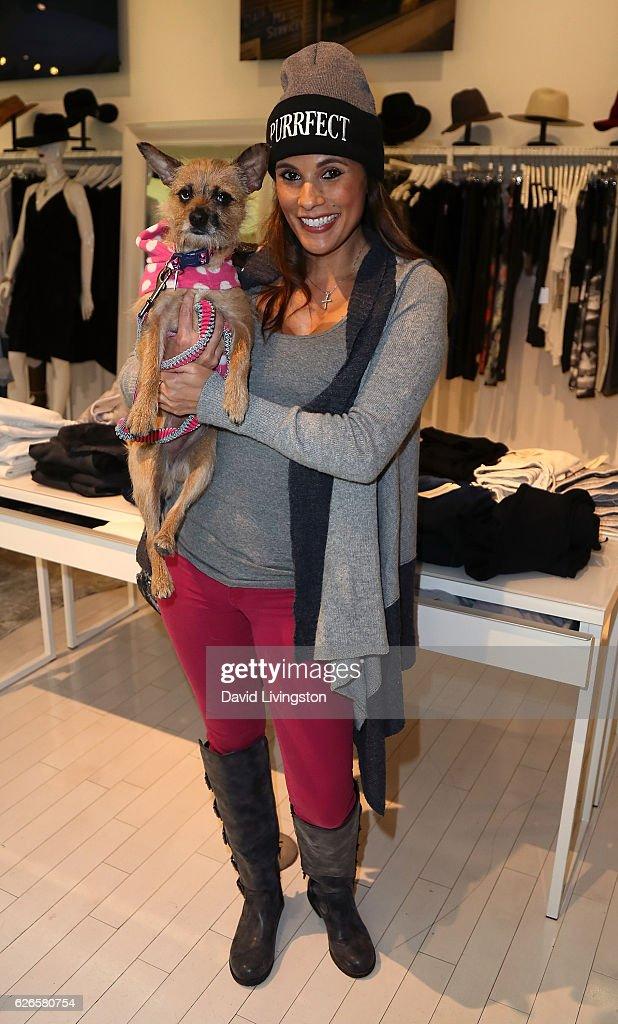 TV personality Bonnie-Jill Laflin attends Artists with Animals at RonRobinson on November 29, 2016 in Santa Monica, California.