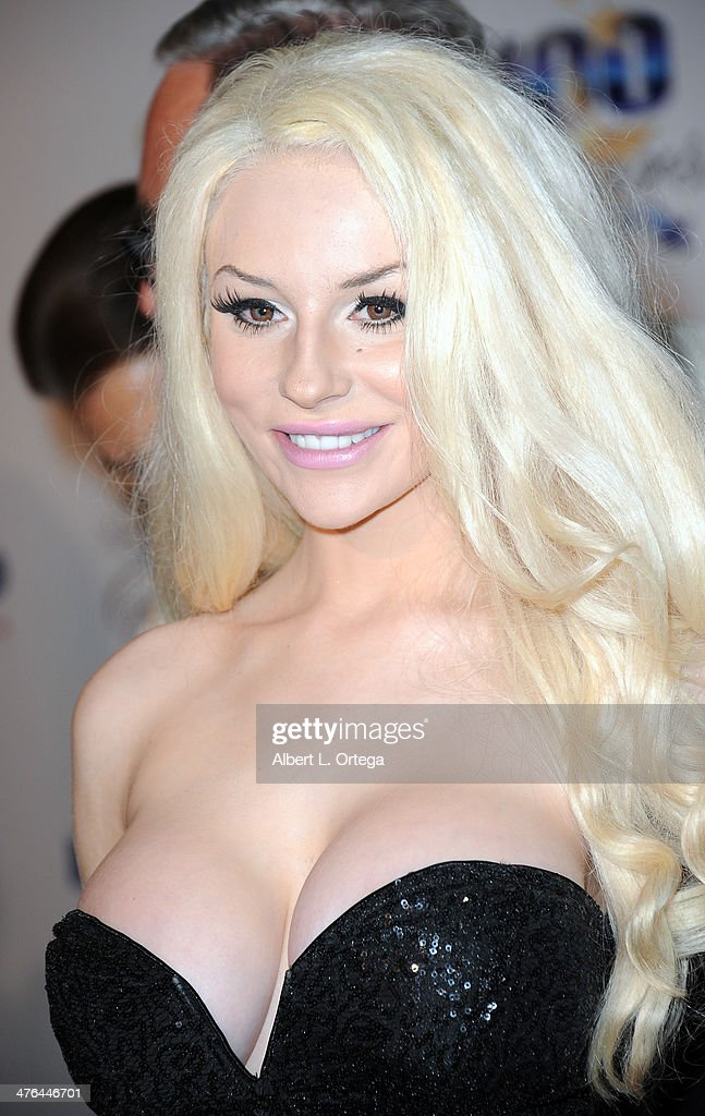 Personality <a gi-track='captionPersonalityLinkClicked' href=/galleries/search?phrase=Courtney+Stodden&family=editorial&specificpeople=8603458 ng-click='$event.stopPropagation()'>Courtney Stodden</a> arrives for Norby Walters' 24nd Annual Night Of 100 Stars Oscar Viewing Gala held at Beverly Hills Hotel on March 2, 2014 in Beverly Hills, California.