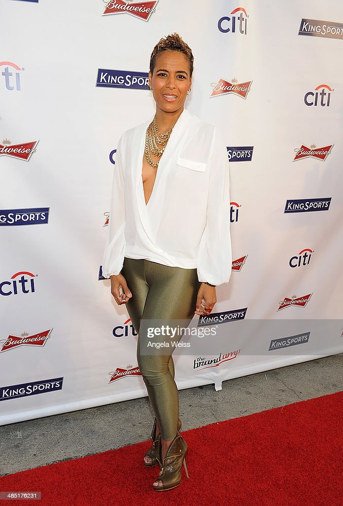 TV personality <a gi-track='captionPersonalityLinkClicked' href=/galleries/search?phrase=Daphne+Wayans&family=editorial&specificpeople=4878193 ng-click='$event.stopPropagation()'>Daphne Wayans</a> attends Boxing at Barker presented by Budweiser at Barkar Hangar on April 16, 2014 in Santa Monica, California.