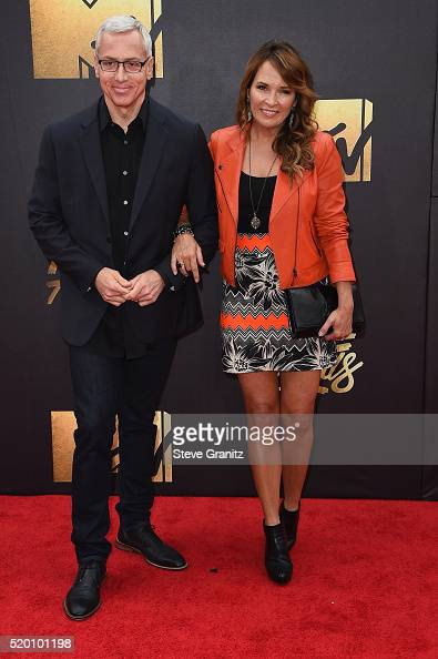 TV personality Dr Drew Pinsky and Susan Pinksy attend the 2016 MTV Movie Awards at Warner Bros Studios on April 9 2016 in Burbank California MTV...